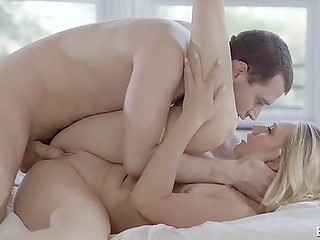 Soldier returns home and fucks the marvelous blonde girlfriend with lush hips first of all