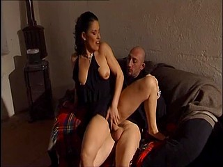 Sumptuous Italian brunette successfully negotiates thanks to sex with anal penetration