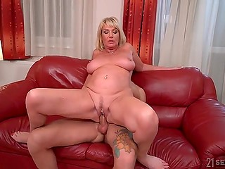 Mature woman wants to be fucked, so the stepdaughter's husband becomes her sex partner