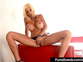 Diva from Sweden Puma Swede simply drives the audience mad with masturbation show in the retro cafe