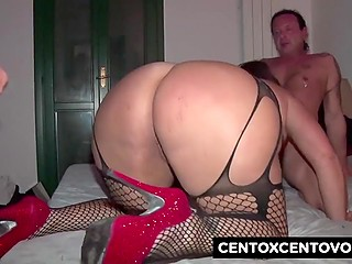 Italian women in stockings celebrate New Year by practicing group sex on the camera
