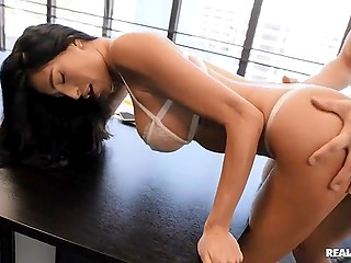 Pornstar doesn't have right to refuse boss who wants to drill her in his meeting room