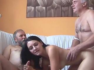 Пожилые приятели решают немного развлечься и заказывают молоденькую проститутку на всех