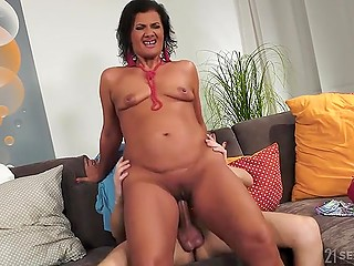 Mature woman couldn't leave without farewell cunnilingus followed by standard procedure with an orgasm in the end