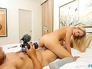 Блонда с пирсингом в сосках жаждет заполучить сперму в рот после пёхача с агентом