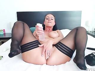 În natură, Idiotul are un fete care fac sex la web sfârc îngust pe braț.