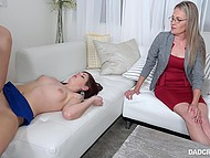 Psychotherapist advised cameraman to unite cock with his naughty stepdaughter's pussy