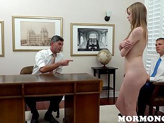 Чтобы мормоны открыли двери в церковь, девочке нужно кончить у них на глазах и сделать минет