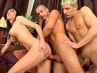Бисексуальность хороша тем, что брюнетке и парням не приходится выбирать между друг другом